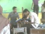 Yang bermain gitar : Wayan Piana. Yang di depannya : Rusyanto Di belakangnya pake baju ungu : Dede Heri K.